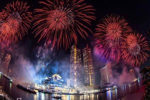 계속되는 방콕 쇼, 강변 따라 25,000개의 환경친화적인 불꽃놀이 전개