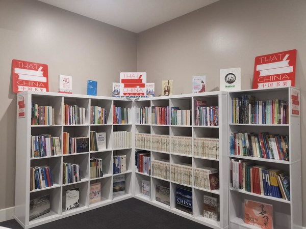 """""""โครงการ China Bookshelf"""" ของ CRRC จัดตั้งห้องสมุดวัฒนธรรมจีนในออสเตรเลีย"""