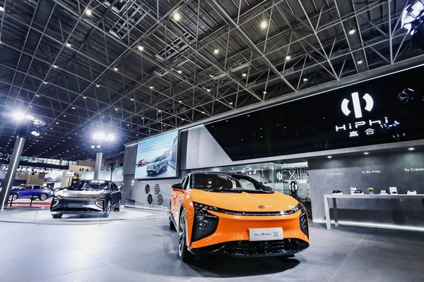 HiPhi X Super SUV Dazzles EV Enthusiasts at Hainan New Energy Auto Show