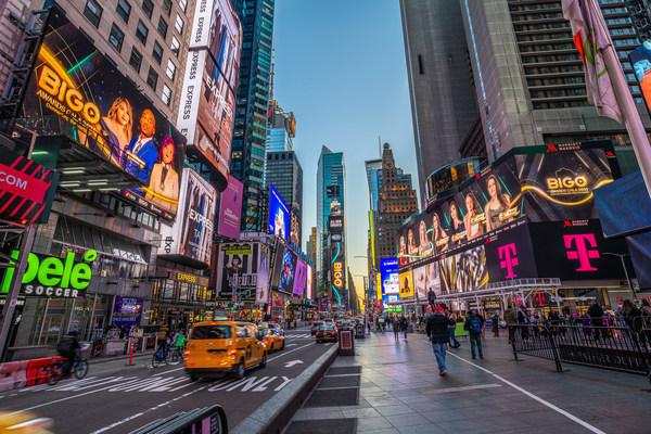 位于纽约时代广场的2021年BIGO颁奖盛典广告牌