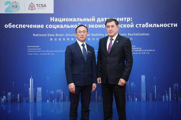 SCOのウラジーミル・ノロフ事務局長(右)とTCSAのAdkins Zheng会長(左)