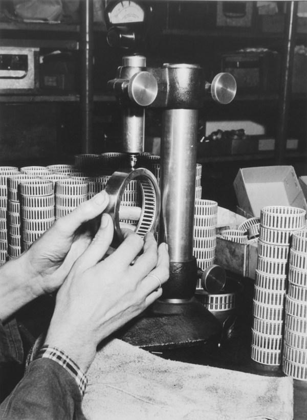1950年滚针轴承生产场景。