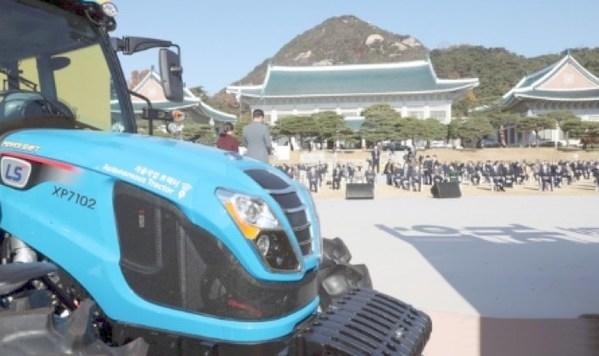 由菲亚特动力科技提供动力的拖拉机在韩国农民节备受瞩目
