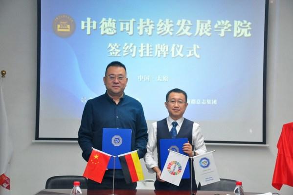 山西省可持续发展学会常务副会长宋伟(左)与TUV南德企业社会责任和可持续发展部门高级经理林海签署合作备忘录