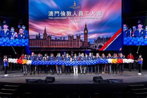 一众金沙中国管理层及澳门伦敦人开业团队成员于团队大会上合照留念。