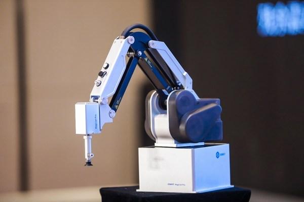 DOBOTのデスクトップ協働ロボットMG400がロボット作業の新たな可能性を開く