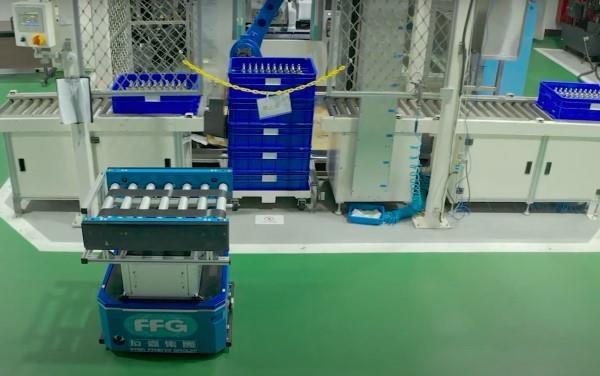全球首创5G专网+AMR分布式群机智能未来工厂