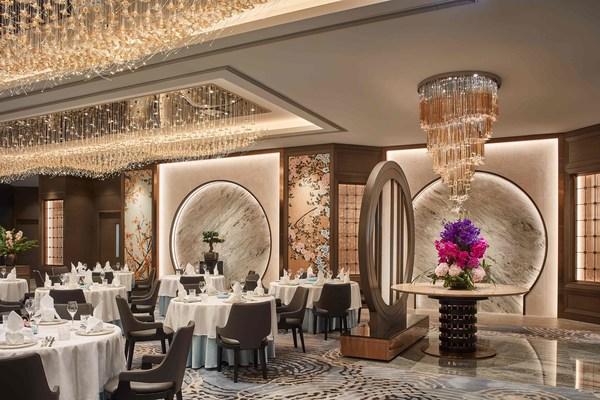 The signature Chinese restaurant Man Ho at JW Marriott Hotel Hong Kong received its inaugural MICHELIN star this year, offering authentic yet contemporary approaches to classic Chinese cuisine.
