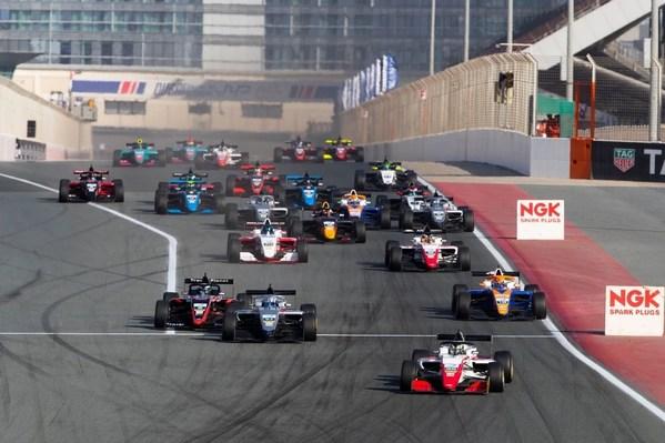 23台赛车同场竞技、逐鹿迪拜赛车场