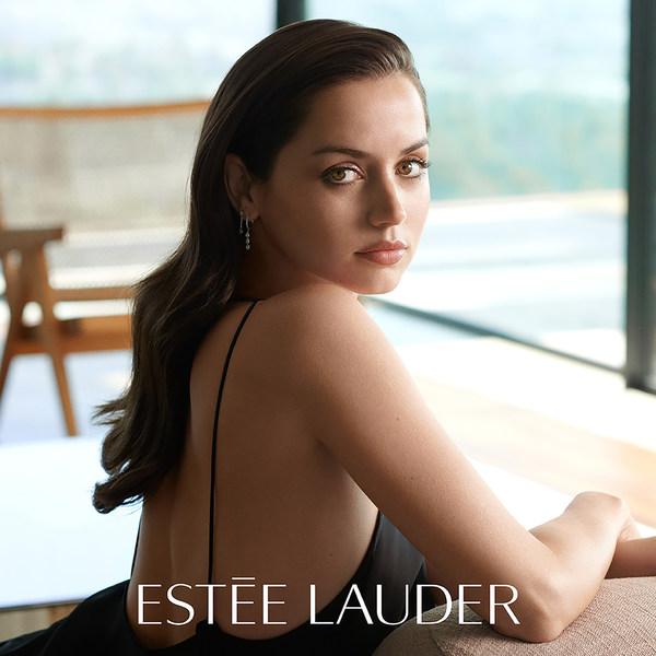 Estée Lauder Melantik Aktres Ana de Armas sebagai Duta Jenama Global Baharu