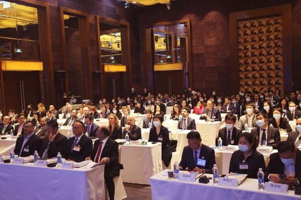 美商会发布《2021 年中国营商环境白皮书》及《特别报告》