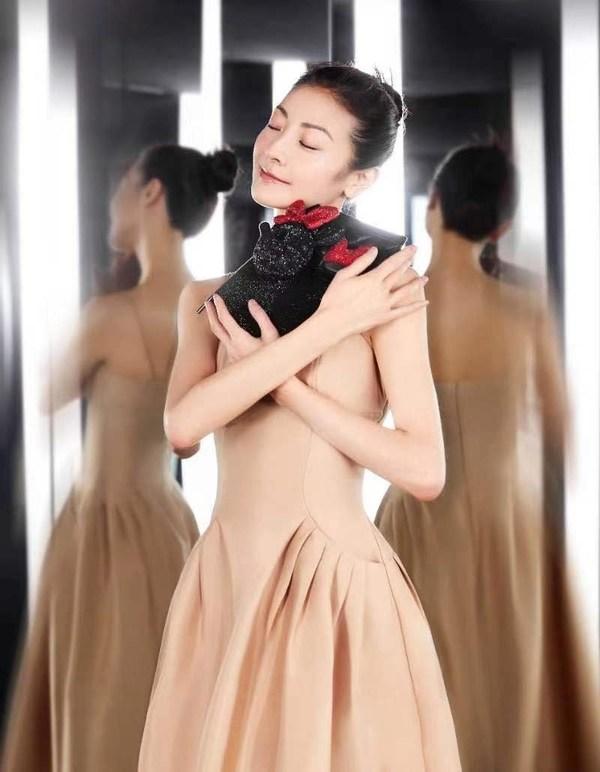 芭蕾舞艺术家谭元元优雅演绎迪士尼商店元气米妮至臻系列