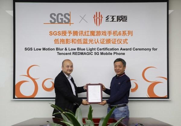 SGS为腾讯红魔游戏手机6系列颁发低拖影认证和低蓝光认证