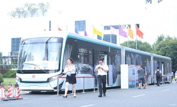 中车南京浦镇数字轨道胶轮电车(DRT)列车在展会现场展出