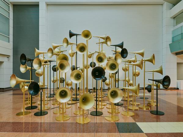 自2月27日起,八組藝術家在羽田和成田機場舉辦多媒體藝術作品展