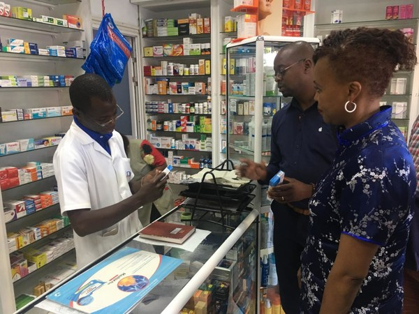 Residents buy Lianhua Qingwen capsules at a pharmacy in Maputo, the capital of Mozambique.