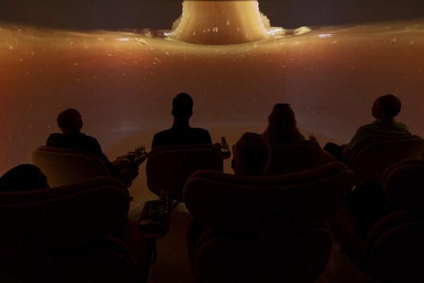 在康維他精品 180 度劇院內