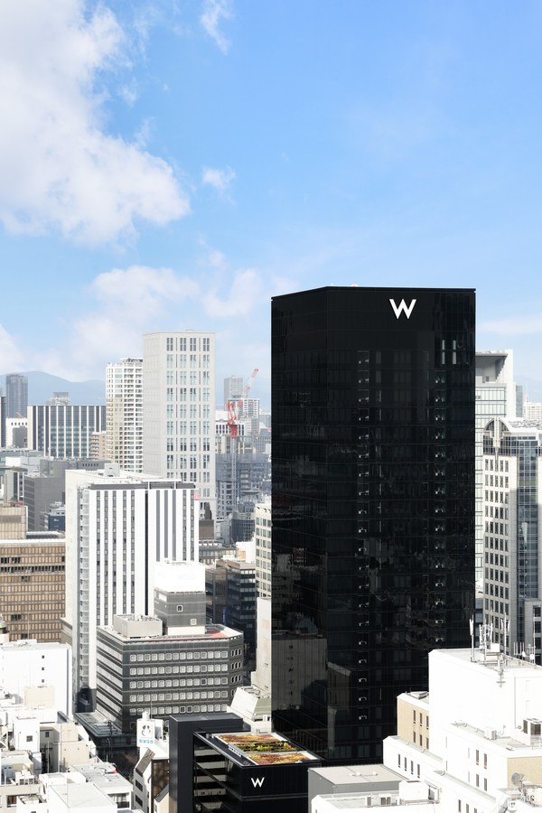 W Osaka asserts its presence in the city's busy urban streetscape with a black monolith façade designed by Osaka-born, world-renowned architect Tadao Ando.
