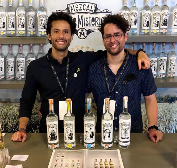 Eduardo(左)及 Julio Mestre(右)