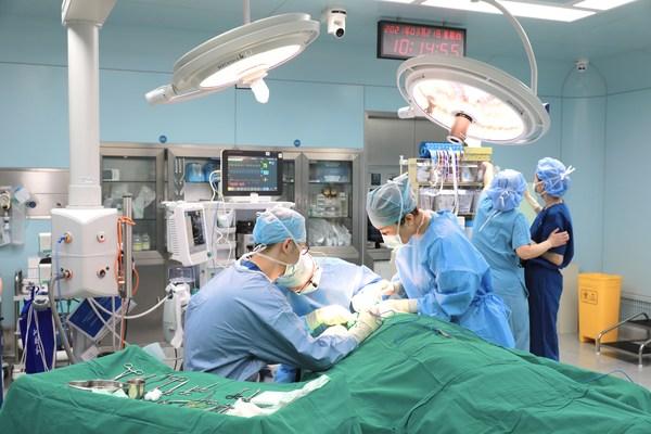 和睦家医疗整形外科卢红玉医生与上海第九人民医院相关专家共同合作下手术顺利完成