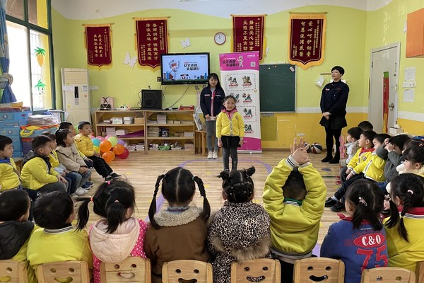 Hitachi Elevator (China) holds educational events across China on proper elevator use in celebration of Public Safety and Education Day for Primary and Secondary School Students