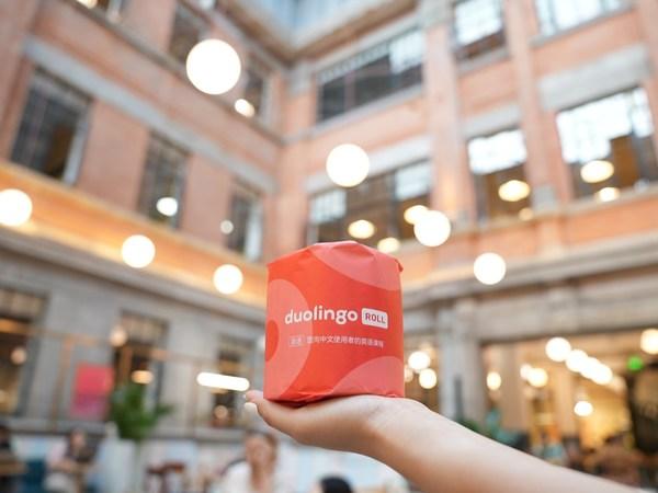多邻国在WeWork上海办公室发布愚人节厕纸Duolingo Rolls