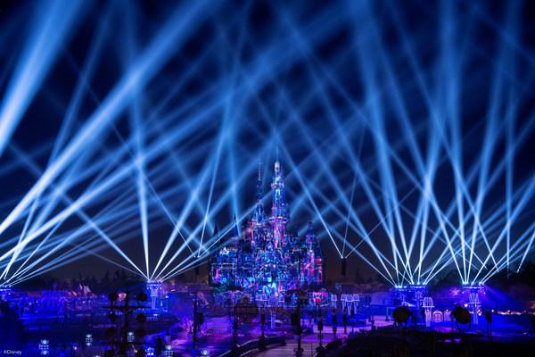 """上海迪士尼乐园全新""""奇梦之光幻影秀""""将点亮璀璨夜空"""