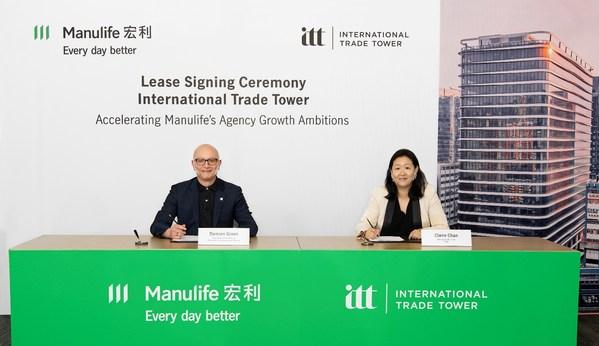 宏利香港簽約承租國際貿易中心(ITT)約145,000 平方呎甲級寫字樓樓面。圖為宏利香港及澳門首席行政總監戴明鈞(左)及太盟投資集團董事總經理陳德柔(右)出席簽約儀式。