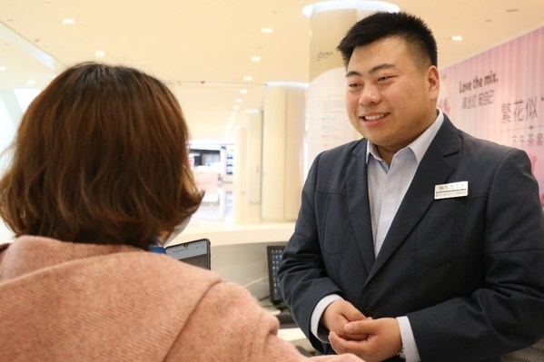 Receiving the Emerald Award 2020, Niu Luxu from Palace 66 in Shenyang has adopted openness and uphold the highest level of customer-centricity to service his customers