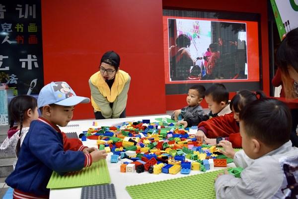 """乐高®""""乐乐箱""""帮助孩子们通过玩乐进行学习和发展"""