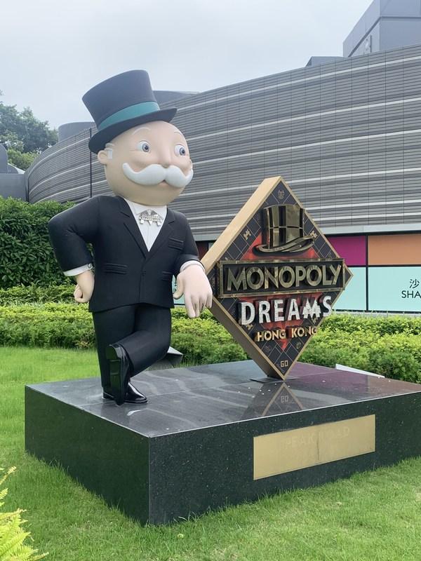 Mr Monopoly tinggal di Istananya, berlokasi di Victoria Peak Hong Kong