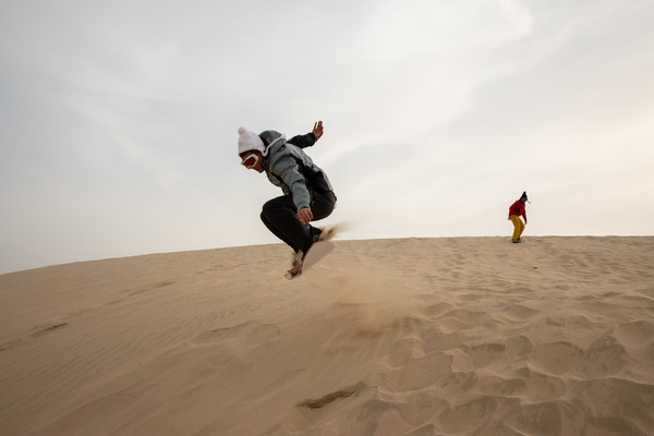 Snowboarders set to swap snowy slopes for sand dunes of Qatar