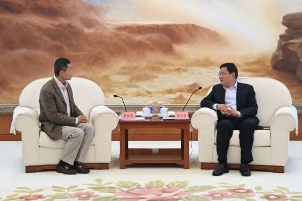 中国石化董事长、党组书记张玉卓与奥动新能源董事长蔡东青共话合作