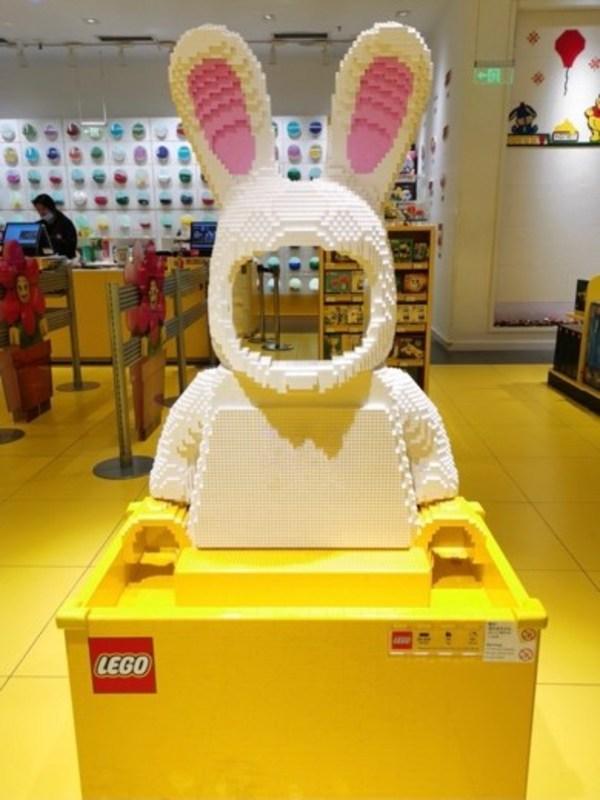 使用28,209个乐高积木颗粒,耗时约121小时的兔子3D模型