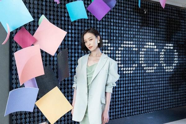 ECCO 品牌代言人、知名演员倪妮亮相 ECCO 全球旗舰店