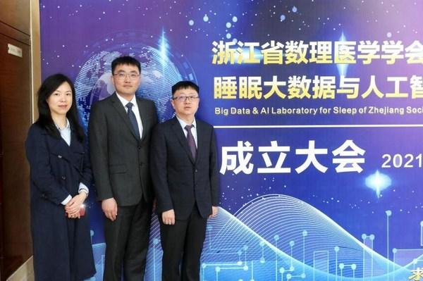 从左至右:实验室副主任唐婷玉,主任孙煜,执行主任孙毅
