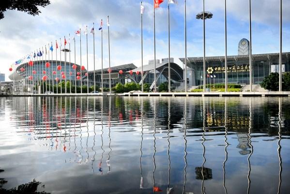 Ajang Canton Fair Ke-129 Mempromosikan Komoditas Pertanian Tiongkok kepada Perusahaan Global Melalui Internet