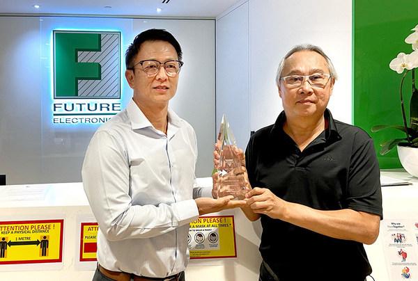 富昌电子公司副总裁及亚太区行政总裁YH Chin(左);Vishay亚洲分销渠道高级销售总监Victor Lim(右)
