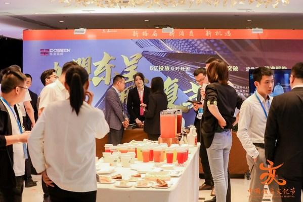 东呈展位吸引了众多酒店投资者纷纷前来咨询洽谈