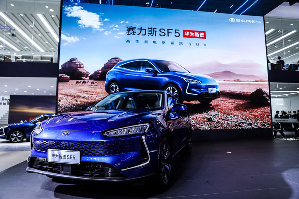 """华为智选携手赛力斯,推出续航""""零""""焦虑高性能电驱轿跑SUV"""