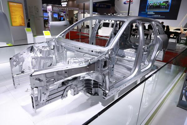 由诺贝丽斯提供铝合金车身方案的蔚来ES8