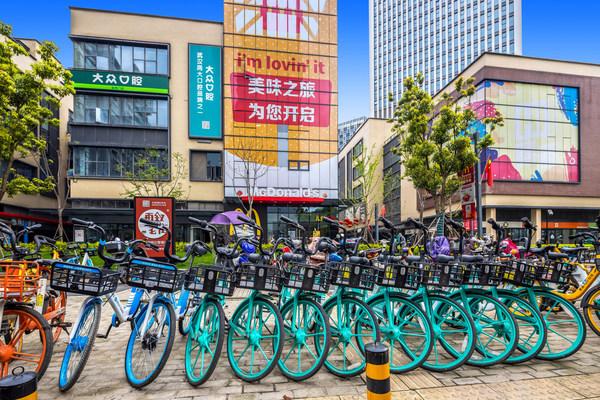 武汉绿地汉口中心餐厅周边有自行车站、地铁站和公交站等便捷的公共交通