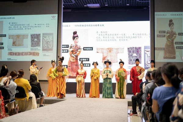 初唐装束复原秀《高昌故事》在第四届国丝汉服节成功展出