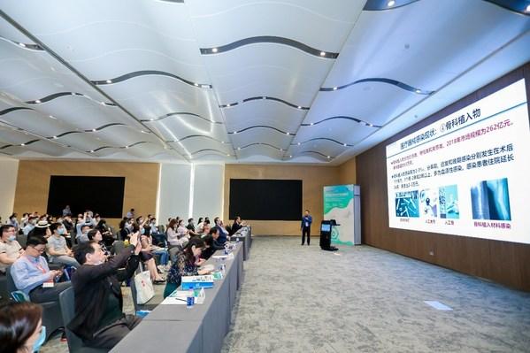 中國科學院長春應用化學研究所研究員欒世方先生在做報告
