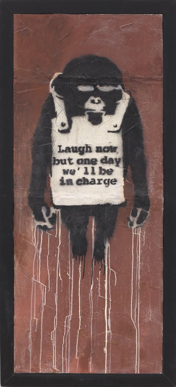 班克斯Banksy - 《笑在當下 層板A》,2002年作 | 噴漆 乳膠漆 石膏板,178.5 x 74 公分 | 估價:22,000,000 – 32,000,000港元