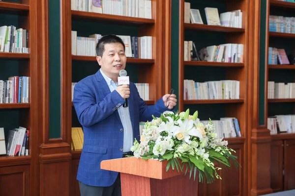 复宏汉霖高级副总裁、董事会秘书郭新军先生