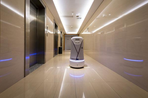 送物机器人正在服务中