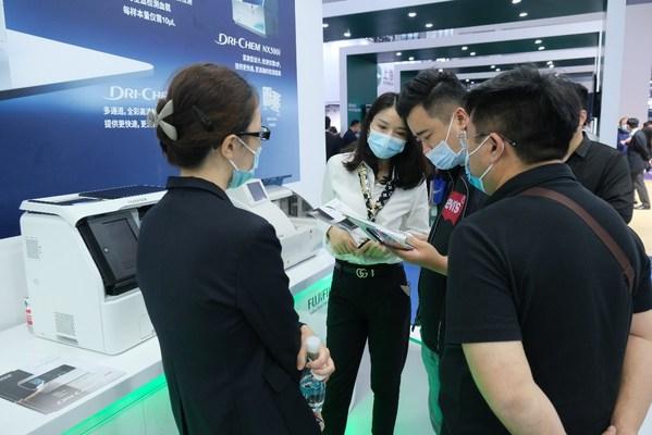 富士胶片全新上市的全自动干式生化分析仪FUJI DRI-CHEM NX700i在CMEF 2021受到关注