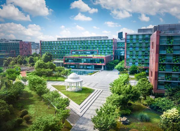 중국에 위치한 국제적인 합작투자 기관인 시안자오퉁-리버풀대학교(XJTLU)가 새로운 학교 건립과 확장 계획을 시작하며 설립 15주년을 기념하고 있다.
