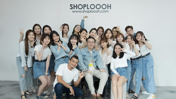 The team behind the scenes at SHOPLOOOH